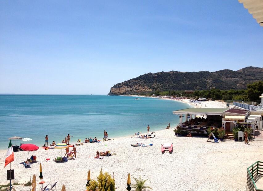 Mattinata_spiaggia_02.JPG