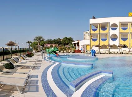 piscina_diurna_pano6-001.jpg