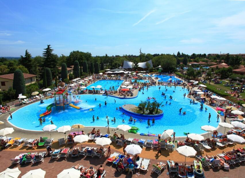 Bella Italia 2011 18 Swimming Pools.JPG