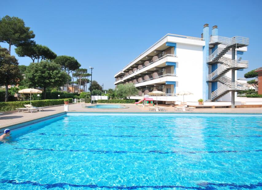 Hotel River Palace****