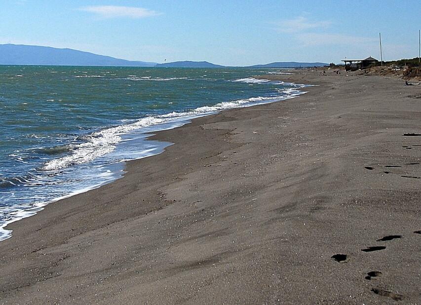 """Marina di Pescia Romana, kilometry prázdné pláže směrem """"nahoru"""", k Toskánsku"""