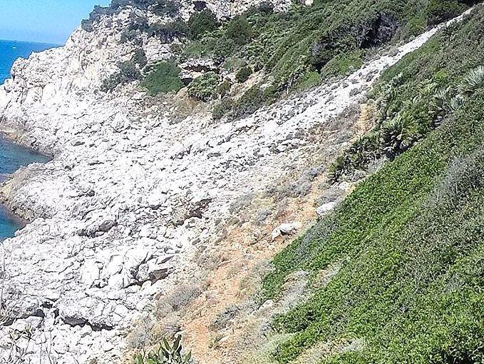 San Felice Circeo, jeskyně Cala dell´ Alabastro pod hradem