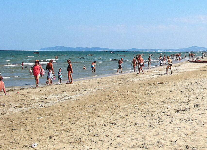 Rimini Marina Centro, na širokých plážích si naštěstí každý může najít svůj prostor