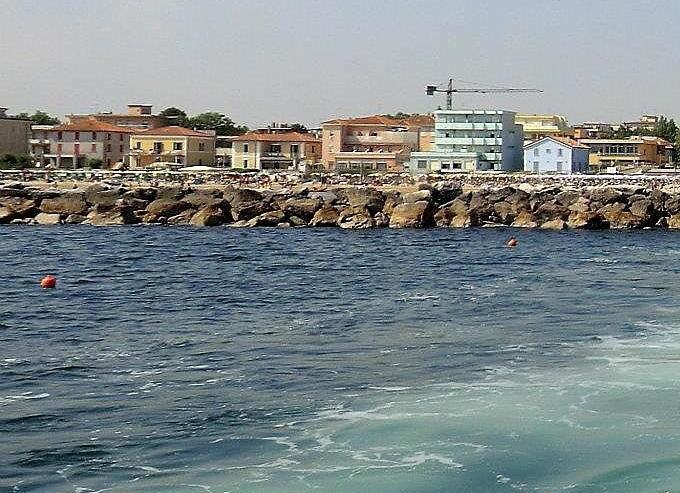 Rimini Viserbella, pohled z výletní lodi, která vyráží z letoviska
