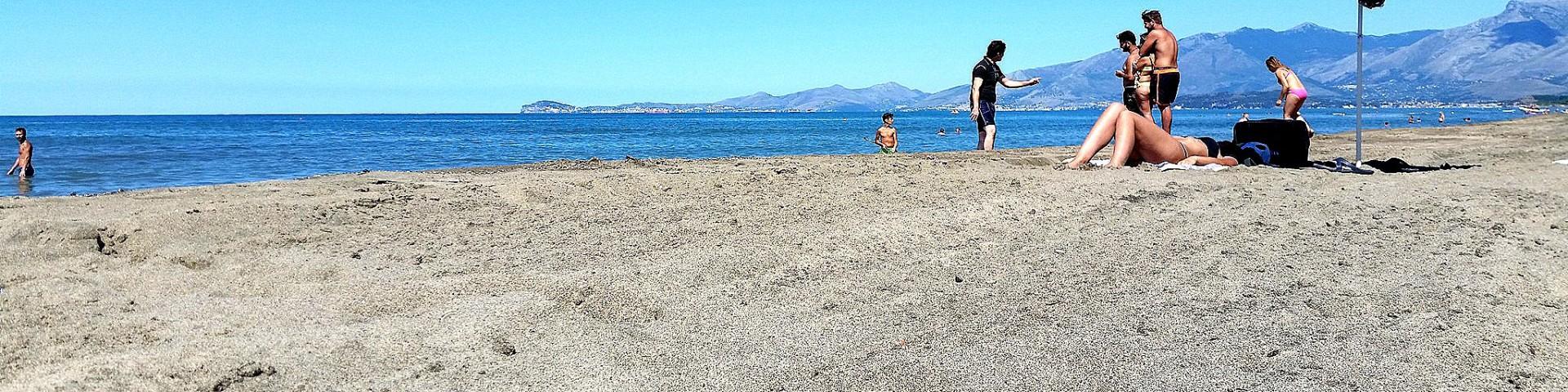 Baia Domizia, na plážích je dostatek prostoru pro každého