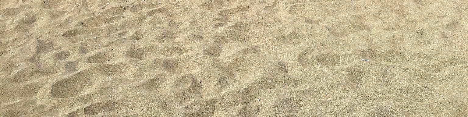 Baia Domizia, typ pláže