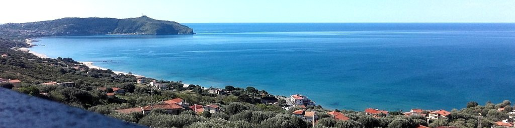 Caprioli, výhled na celý záliv, v dálce je vidět Palinuro