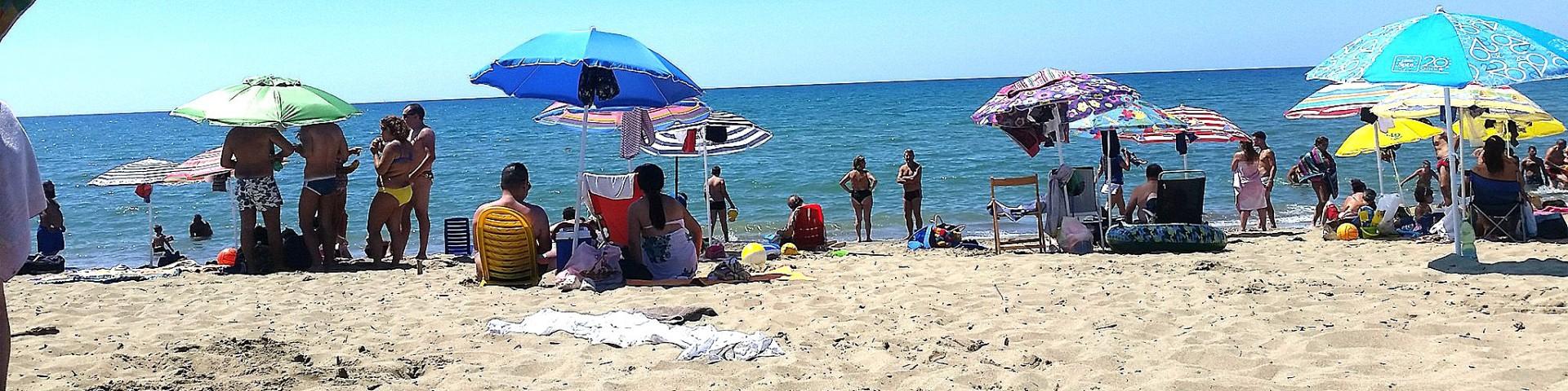 Marina di Eboli má písčité pláže, tak typické pro celý záliv