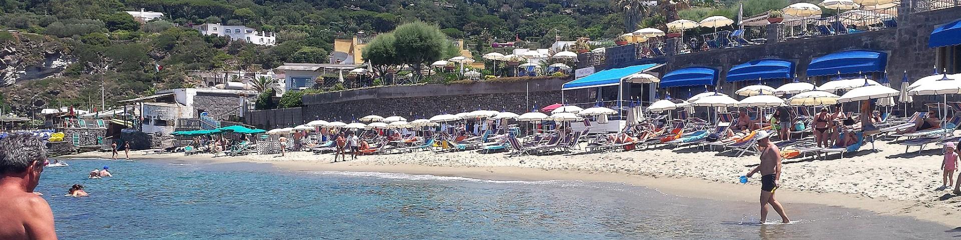 Forio, pláž Baia San Francesco