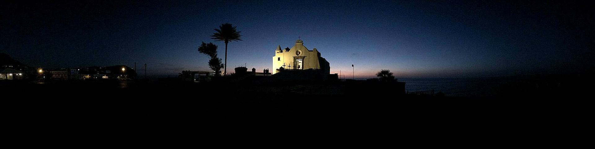 Forio, noční pohled na kostelík Santa Maria del Soccorso