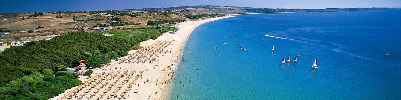 Marinella di Cutro, v širokém zálivu jsou kilometry nádherných pláží