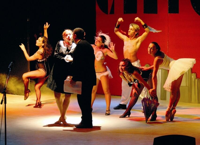 2-serenusa - night show.jpg