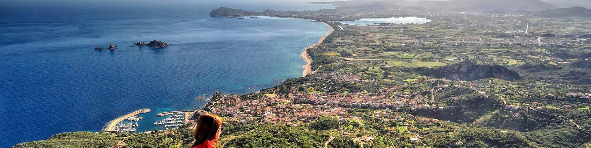 Santa Maria Navarrese, celkový pohled přes Lotzorai až po Arbatax
