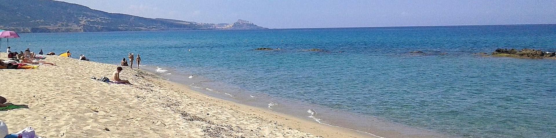 Valledoria, rozlehlá písčitá pláž San Pietro přímo u letoviska
