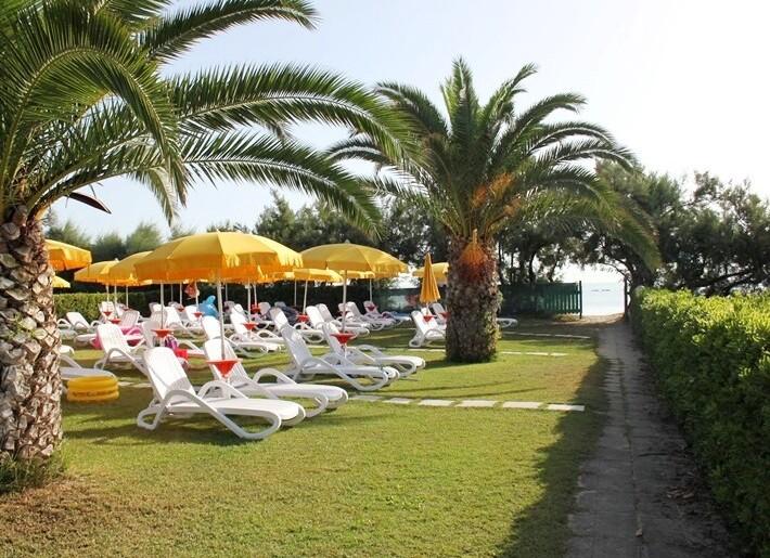 Relax v zahradě přímo u pláže nebo u bazénu
