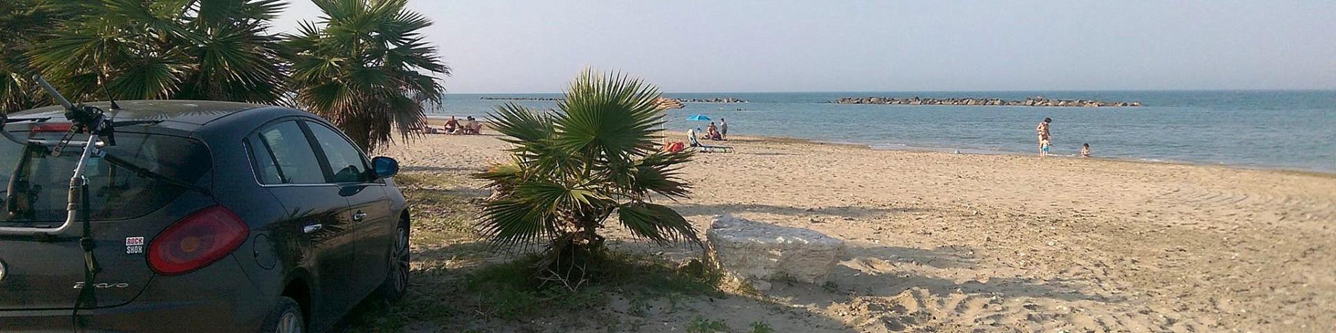 Pedaso, pláž je tu písčitá i oblázková, se spoustou volného prostoru
