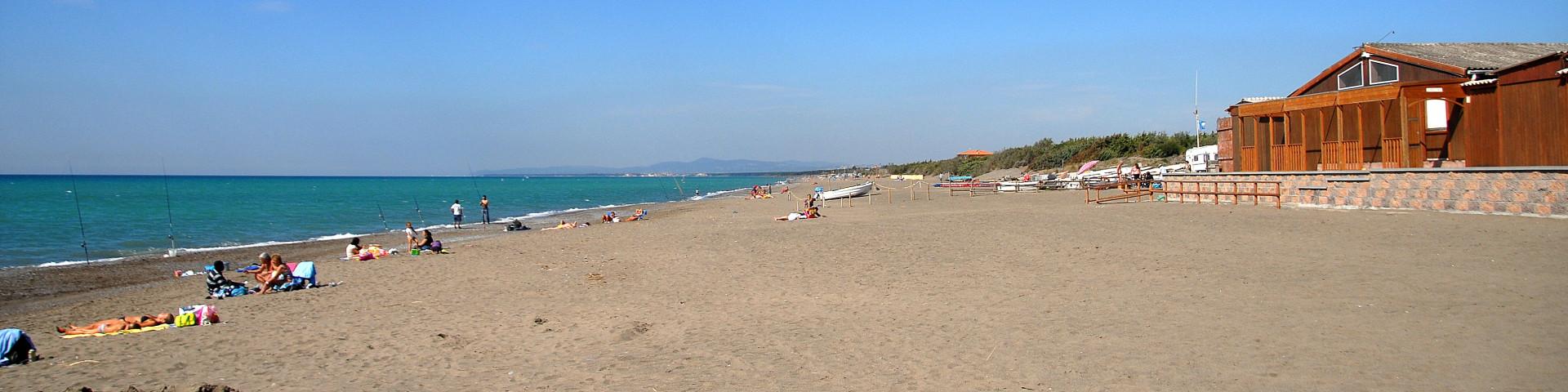 Marina di Bibbona, pláž poskytuje spoustu volného místa na hry i pro soukromí