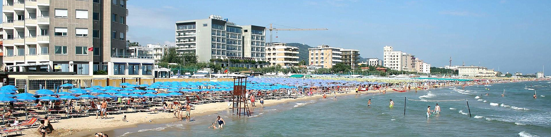 Pesaro, pláž v centru