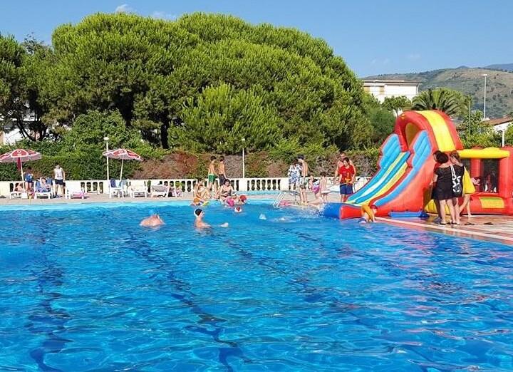 giochi in piscina.jpg