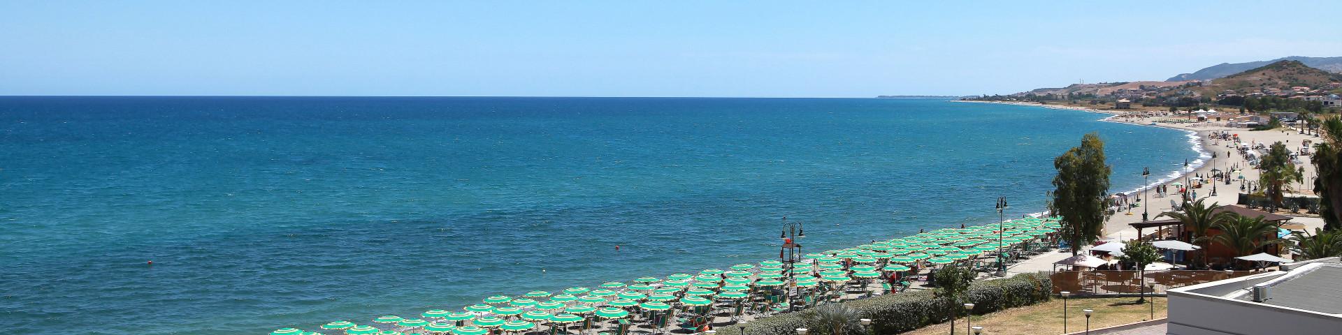 Marina di Mandatoriccio, celkový pohled na zátoku