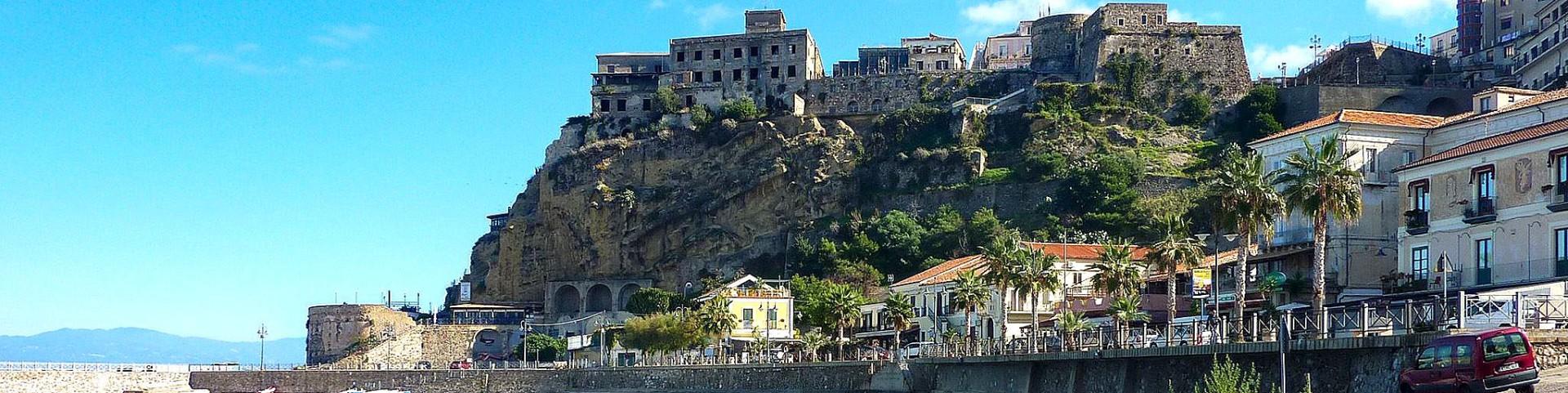 Pizzo Calabro, historická část nad mořem u přístavu