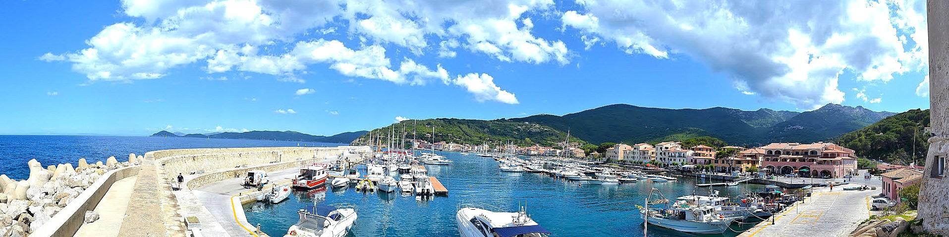 Marciana Marina, zátoka městečka s přístavem
