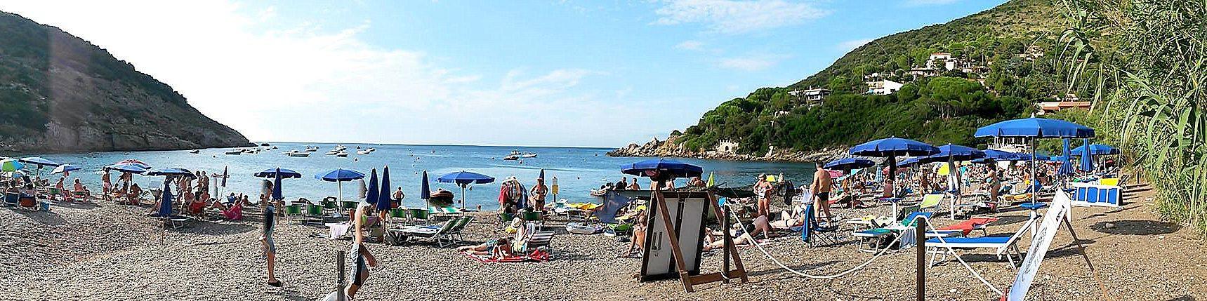 Nisporto, typická oblázková pláž