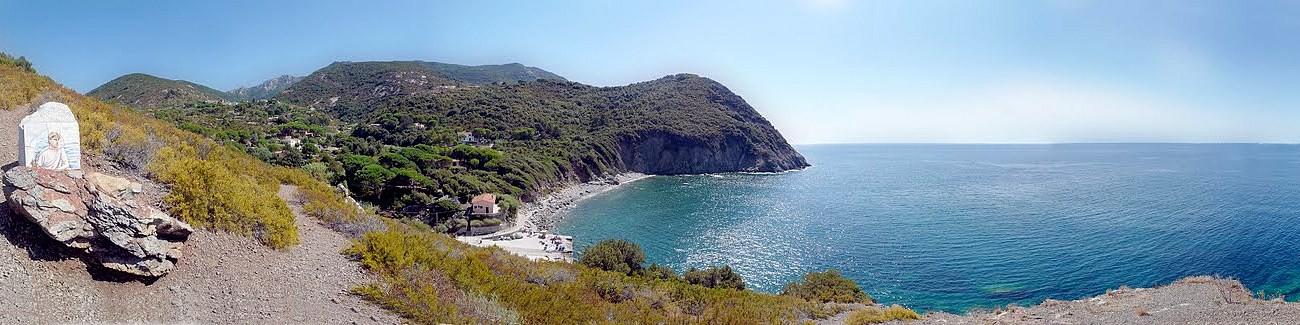 Patresi, nádherný pohled na zátoku s místní pláží