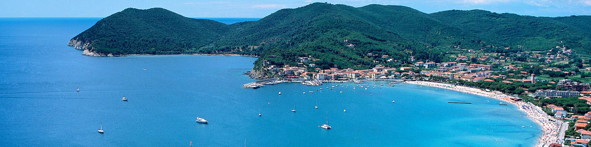 Elba, Marina di Campo, celkový pohled na záliv