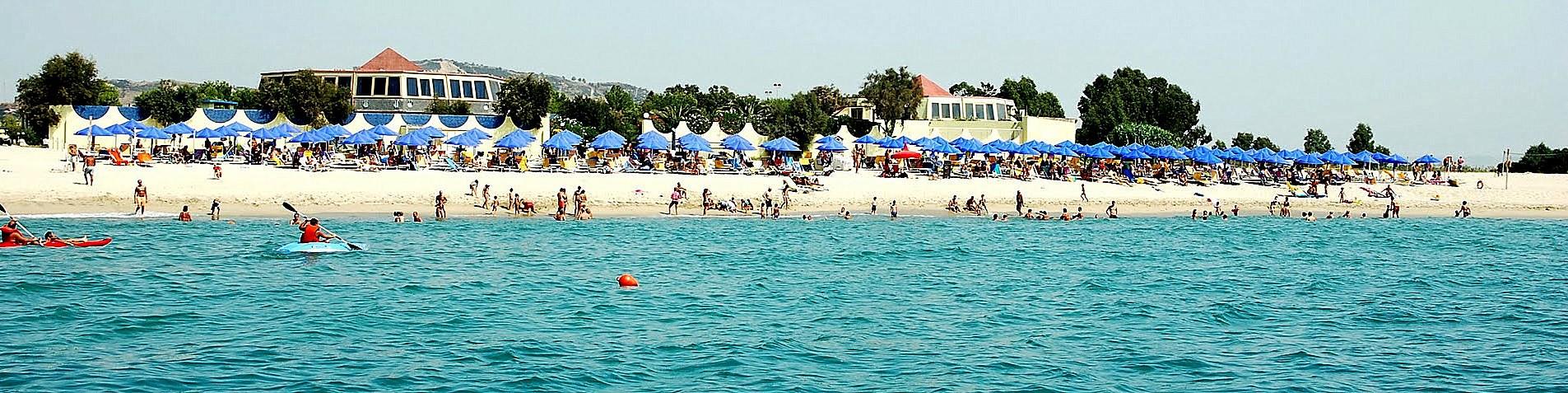 Belcastro Marina, pláž před Nirvana Club Village