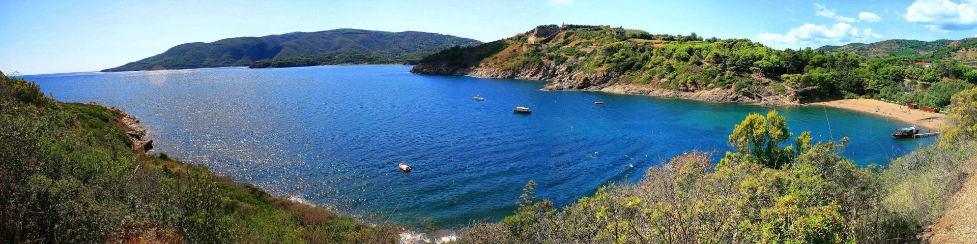 Elba, Porto Azzurro a jedna z okolních pláží, pláž Barbarossa