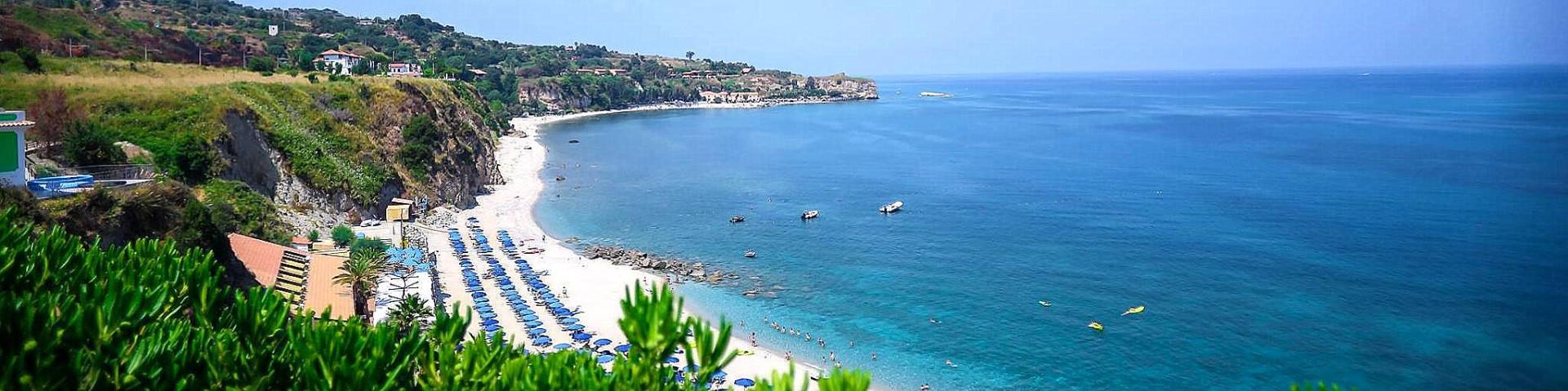 Briatico, pohled na nejznámější pláž, Lido San Giuseppe