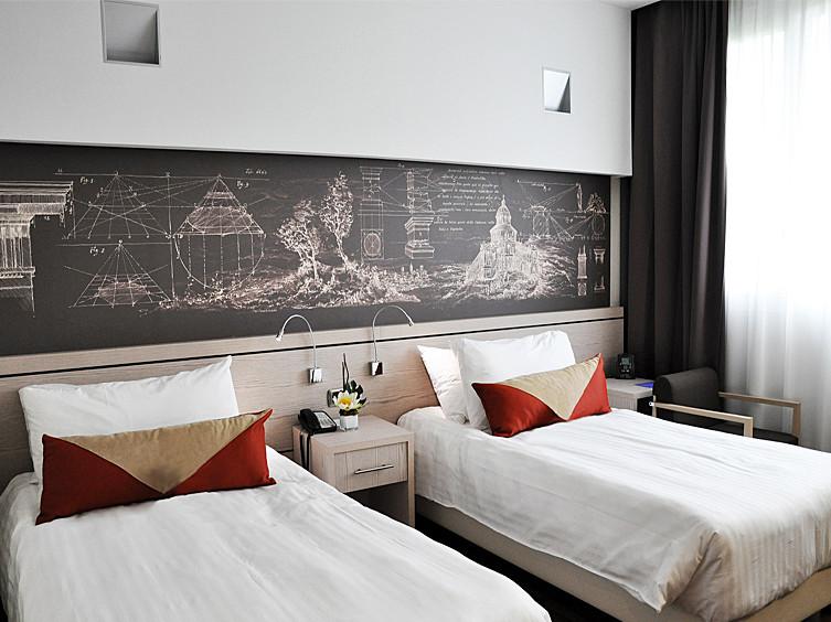 HotelTwinRoom800m.jpg