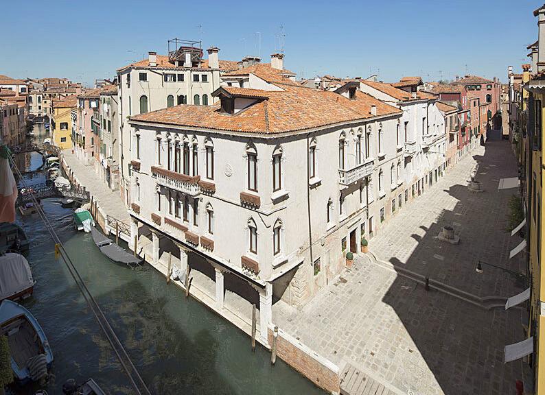 VeneziaFront800a.jpg
