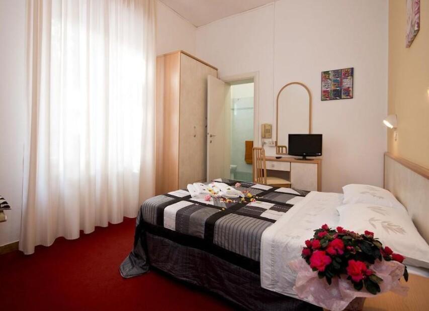 Hotel Blue & Silvie Rose***