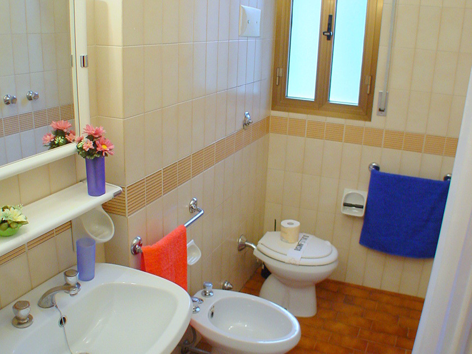Apartm n c trilo 7 residence annamaria azzurro for Bagno 7 bis lignano pineta