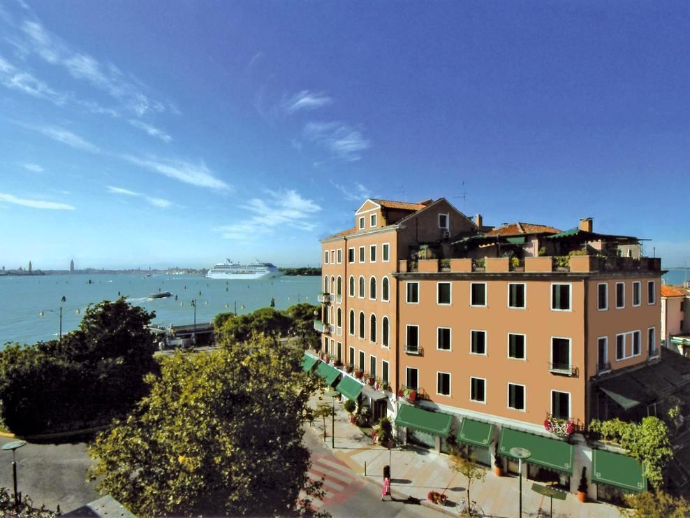 Hotel Riviera***