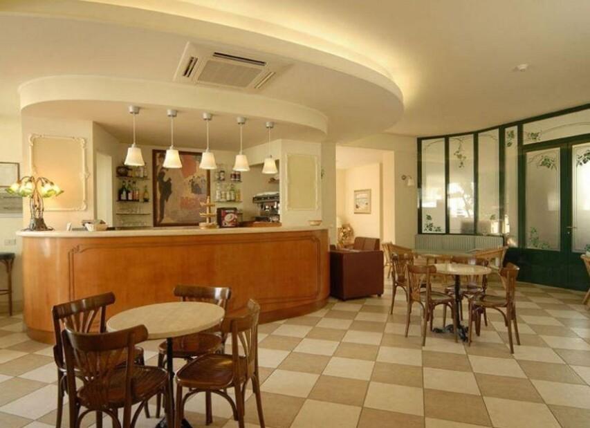 Hotel Mocambo*** - bar