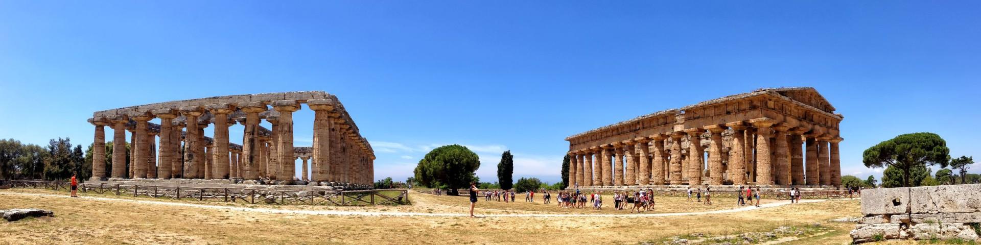 Paestum, ruiny chrámů Neptuna (Nettuno) a Héry (Hera)