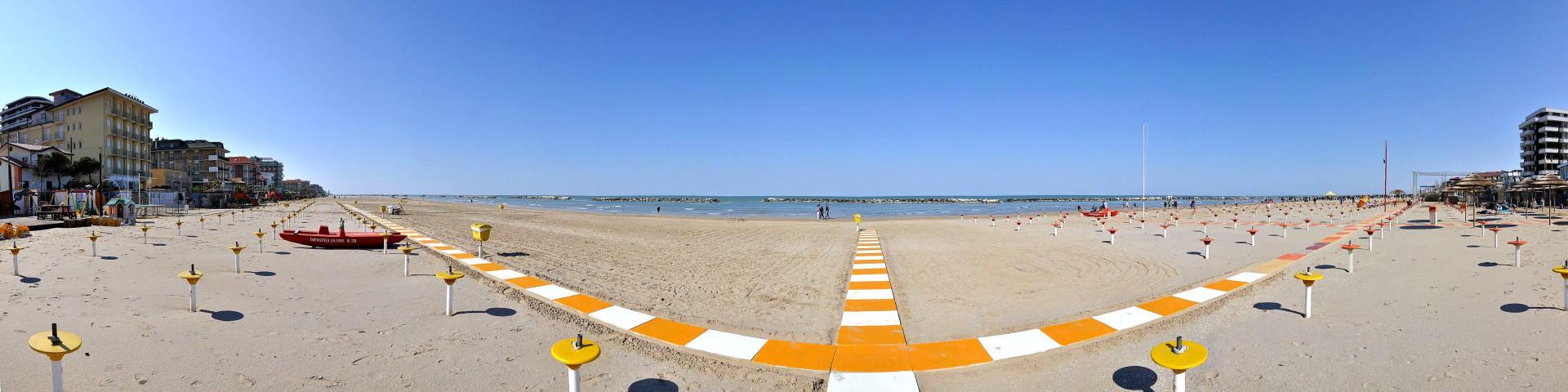 Bellaria, pláž po sezóně (zdroj: Wikipedie)