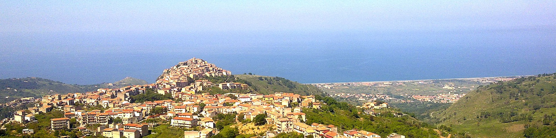 Grisolia Scalo, historická vesnička nad pobřežní částí Grisolia Lido, skvělý tip na výlet