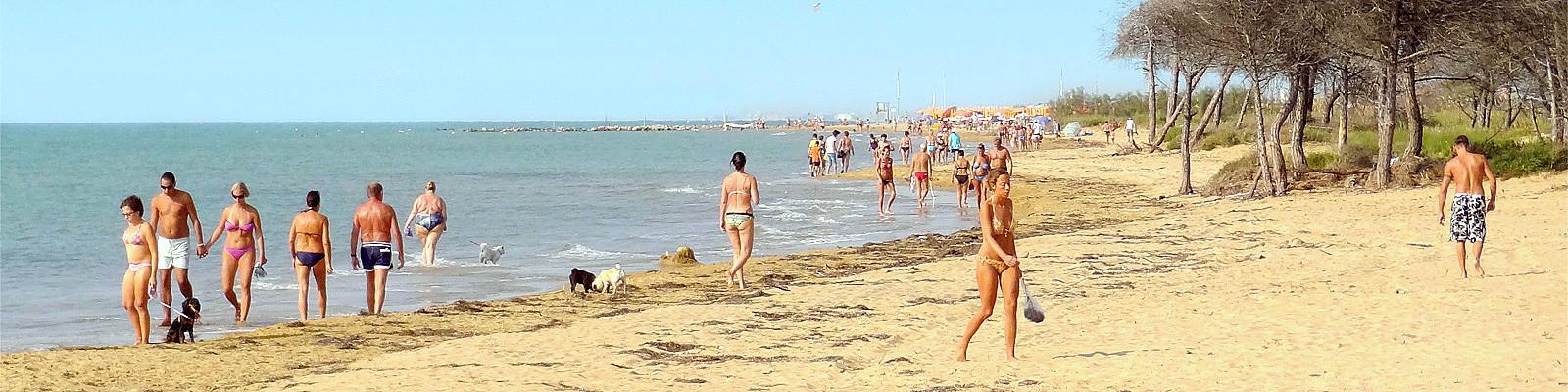Mezi Bibione Lido dei Pini a majákem je několik kilometrů volných pláží