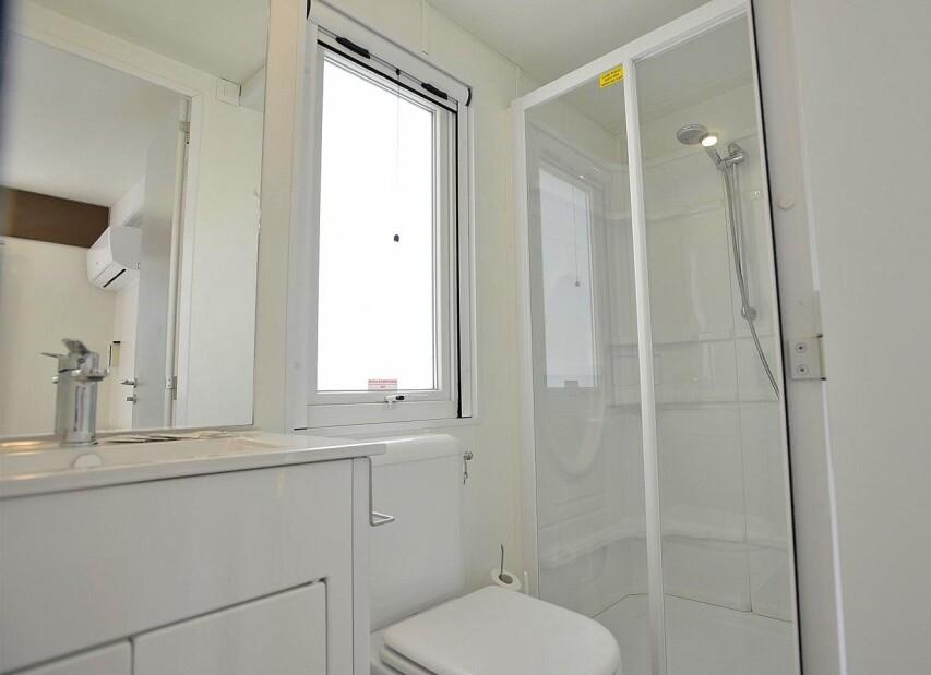 Toilette Mobile Home Torre Riviera Superior.jpg