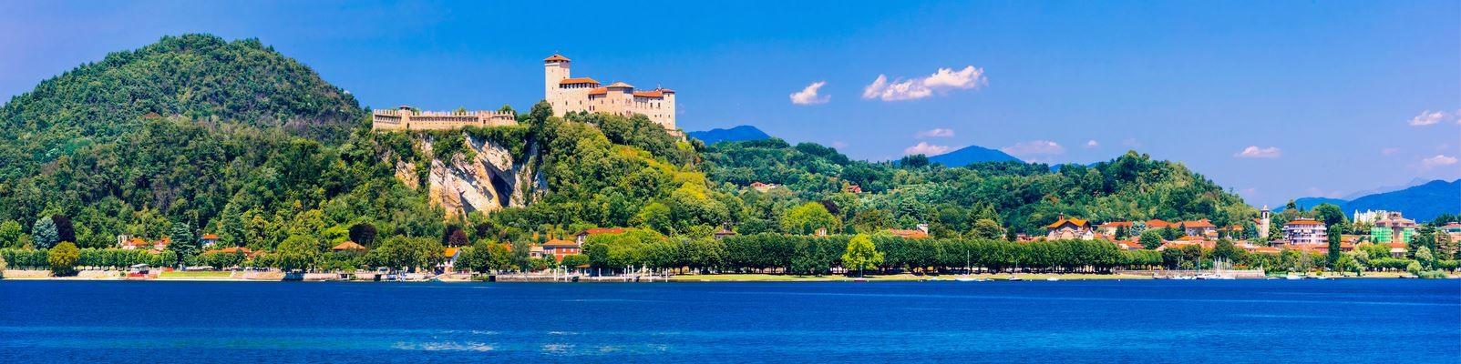Lago Maggiore - hrad v městečku Angera