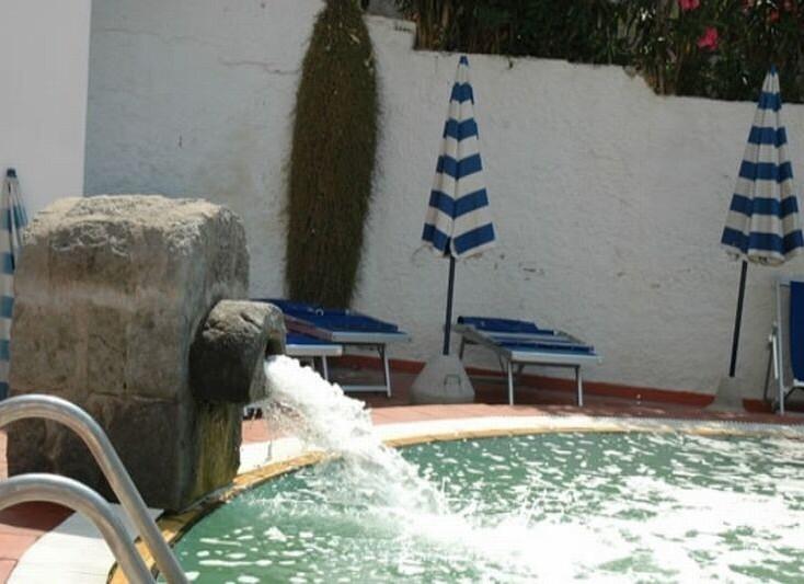 piscina-esterna[1].jpg