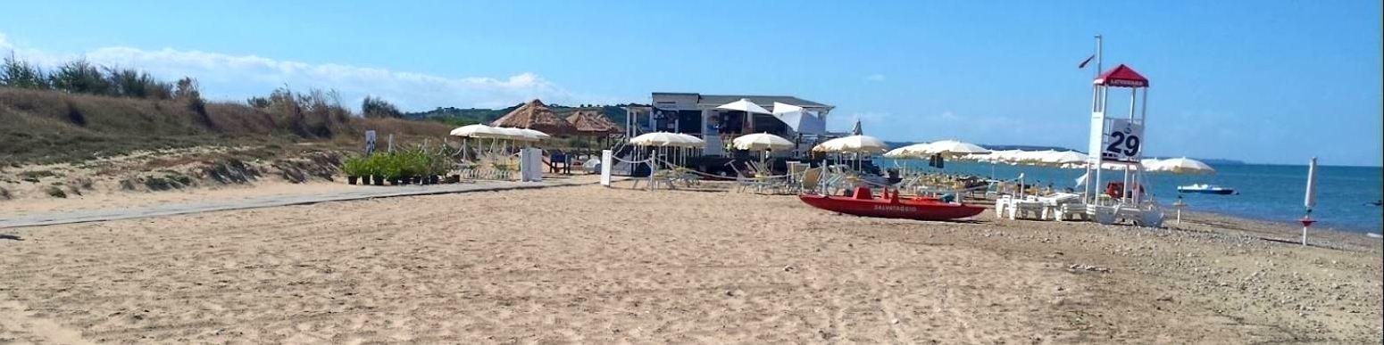 Casalbordino Lido - úsek s placenou pláží