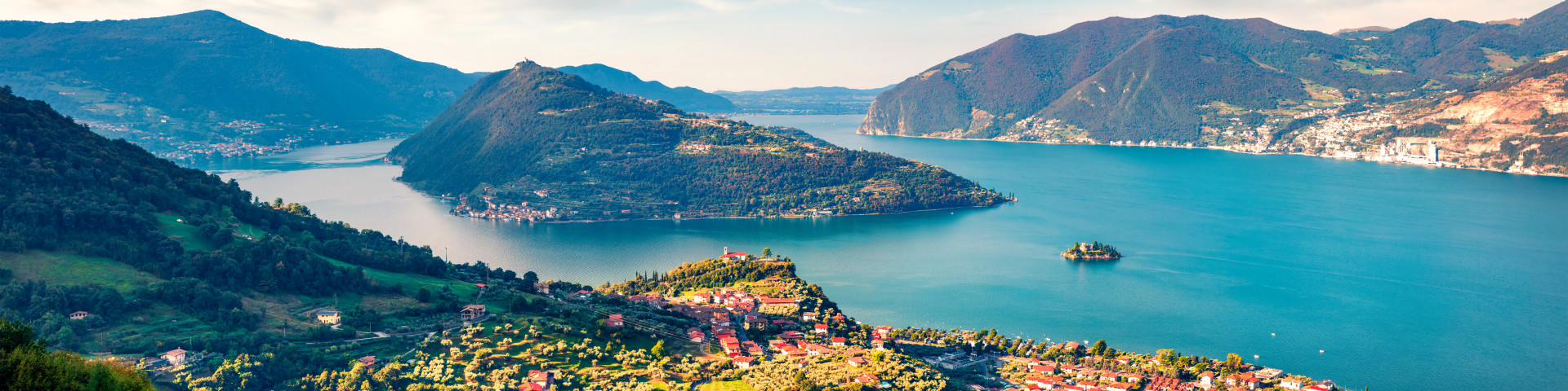 pohled na Lago d'Iseo a ostrov Monte Isola