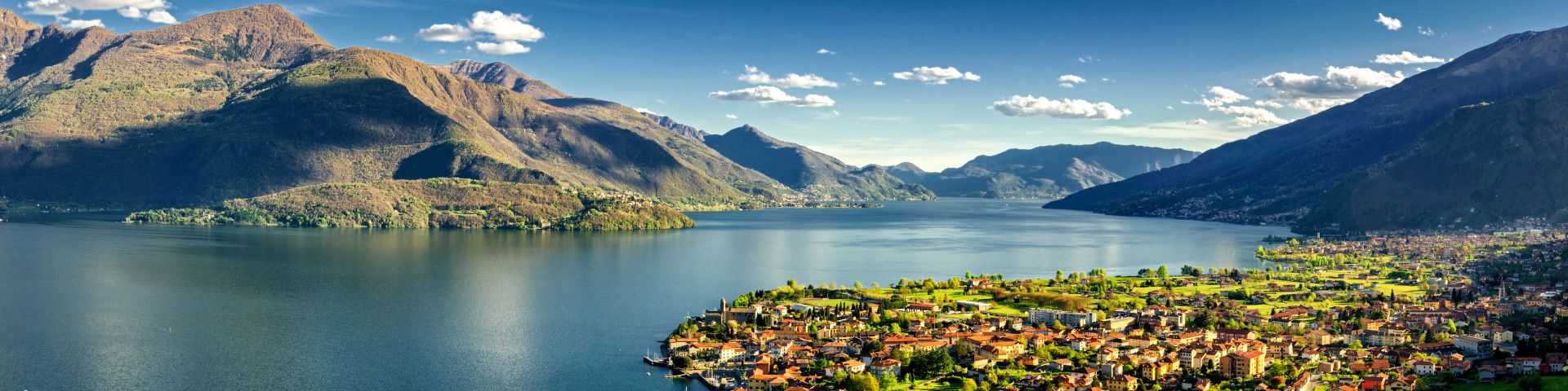 pohled na městečko Gravedona a Lago di Como