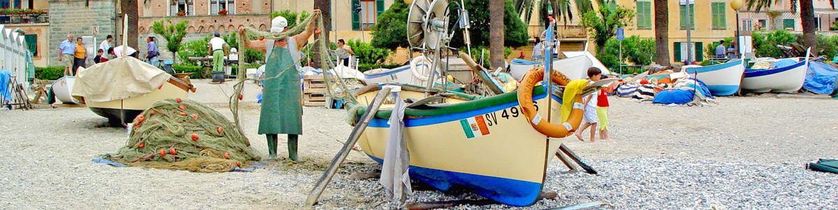typické dřevěné rybářské lodě Gozzi