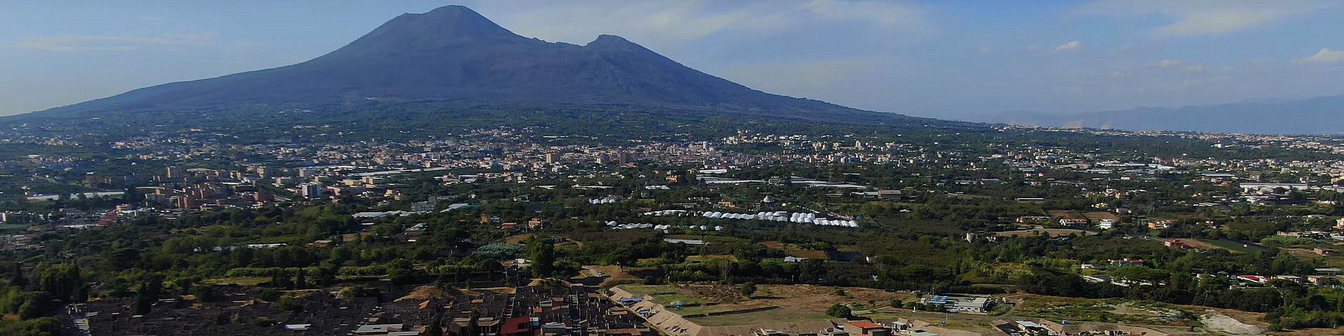 Pompei s Vesuvem v pozadí